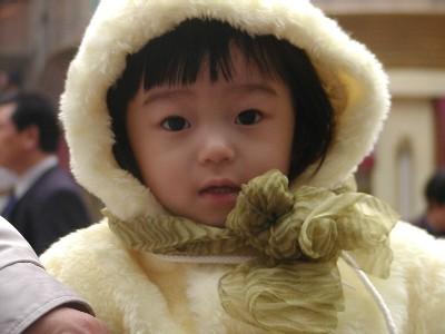- shanghai.jianzhao.visit-anna-in.yellow.coat.at.shopping.mall